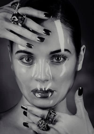 Portrait beauté joaillerie tourmaline emeraude sapphire diamant