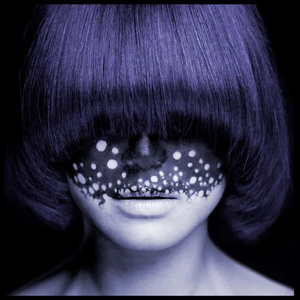 Photo beauté artistique et conceptuel franche cheveux